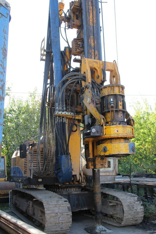 BAUER 20-H drilling rig