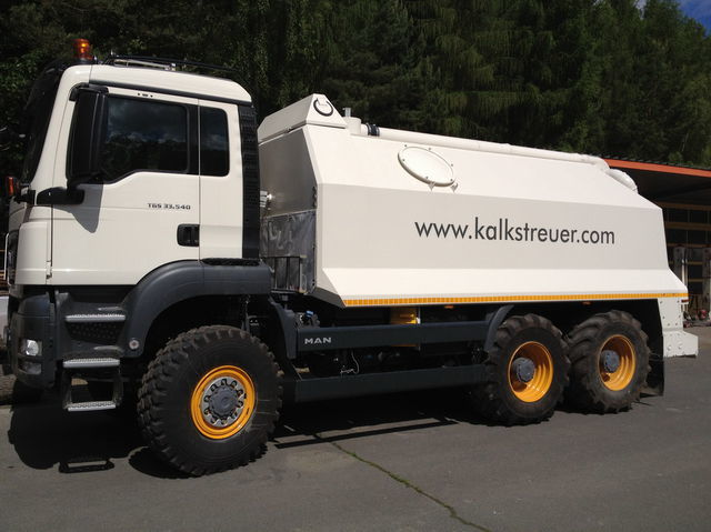MAN spreader for laim or cement TGS 33.440 - 6x6 recycler
