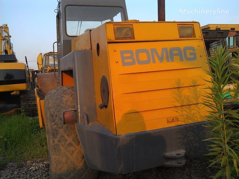BOMAG BW217D-2 single drum compactor