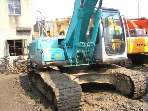KOBELCO SK200-6E tracked excavator