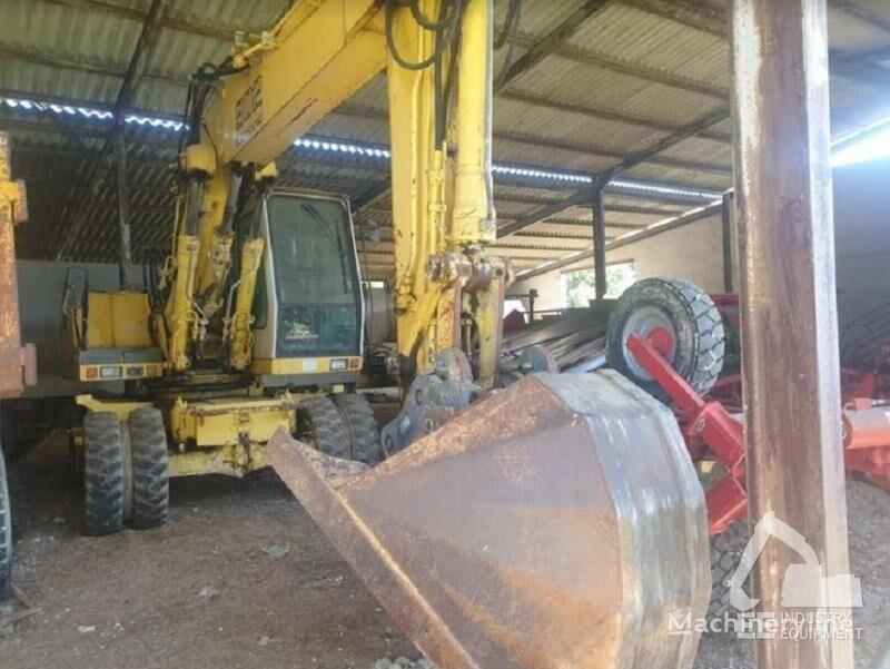 LIEBHERR A 902 LITRONIC wheel excavator