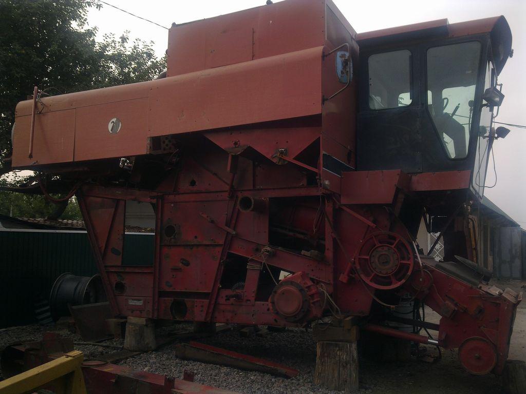 CASE IH 1680 RAZBORKA combine-harvester