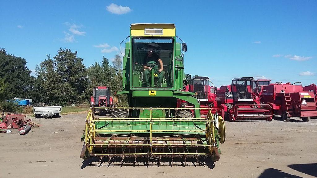 JOHN DEERE 945 combine-harvester
