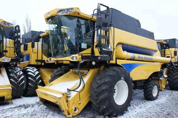 NEW HOLLAND CSX 7080 combine-harvester