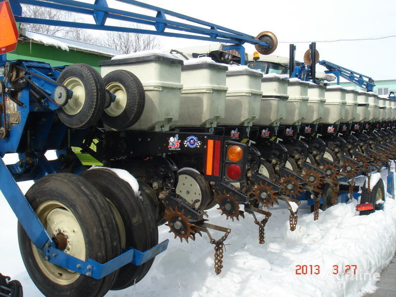 KINZE 3600 mechanical precision seed drill