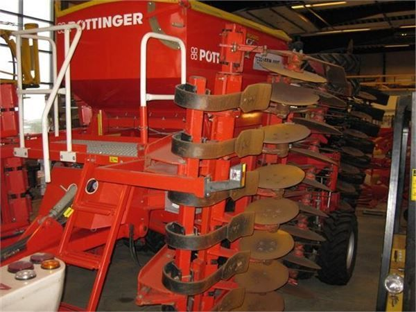 PÖTTINGER 6M mechanical seed drill