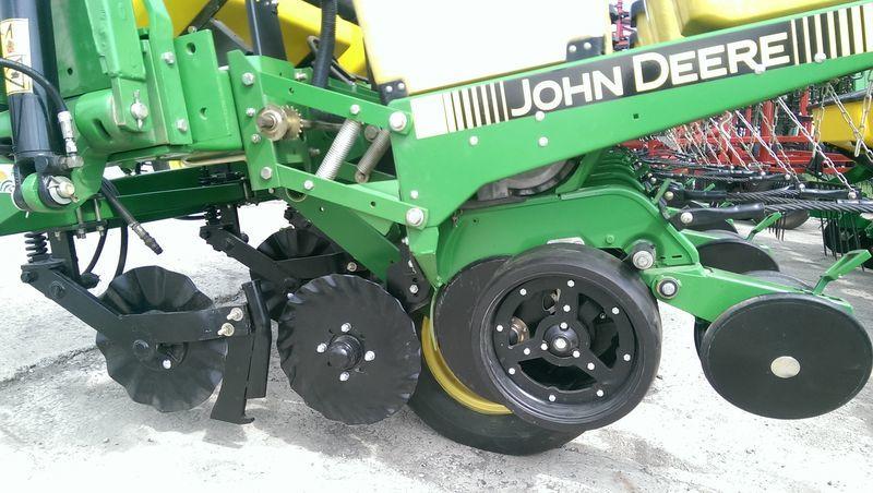 JOHN DEERE 7200 No Till  novaya pneumatic precision seed drill