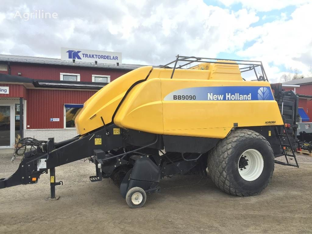 NEW HOLLAND BB9090 Damaged / Skadad round baler