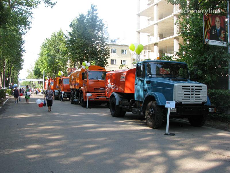ZIL Kanalopromyvochnaya mashina KO-502D sewer jetter truck