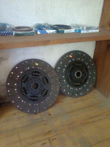 new KAWE Holland 1878000948 , 21593944 , 85000537 , 7420707025 , 20525015 clutch plate for VOLVO FH 12  tractor unit