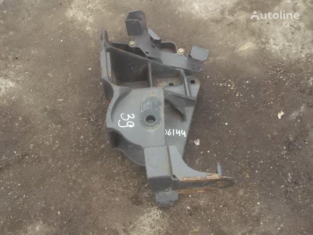 Kronshteyn krepleniya peredney ressory RH Renault fasteners for truck