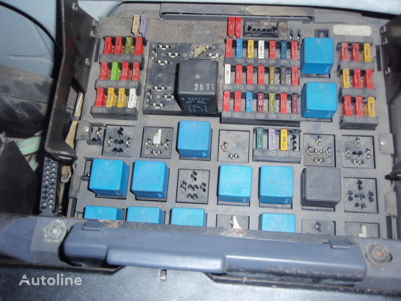 fuse block for RENAULT 420DCI euro3 tractor unit