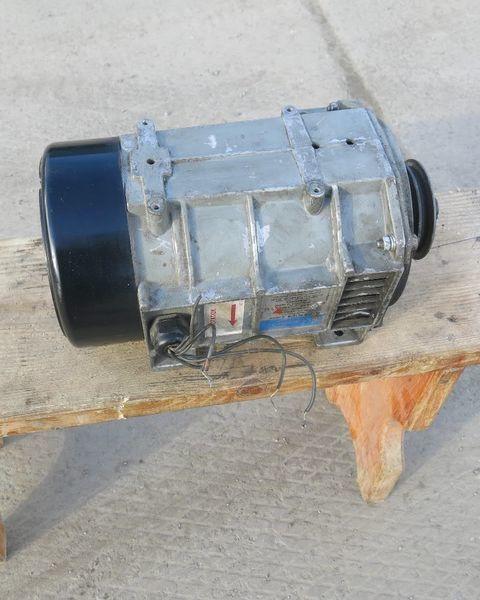 Karier. Carrier Generator holodilnoy ustanovki Karier.Carrier generator for Carrier semi-trailer