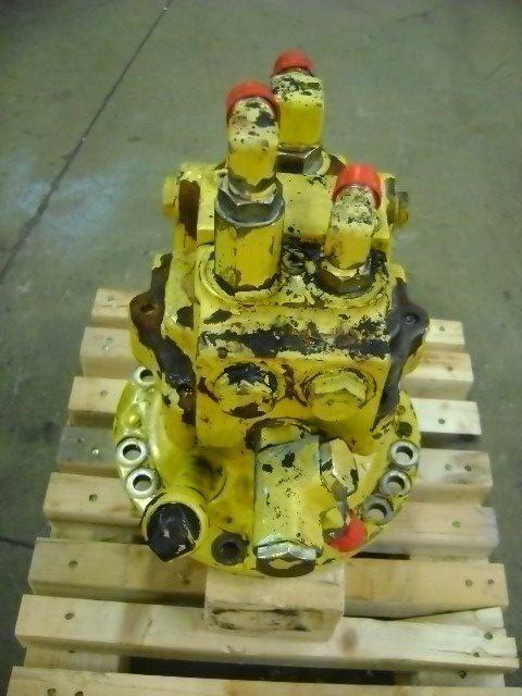 Motore di rotazione swing motor for KOMATSU PW 130 excavator