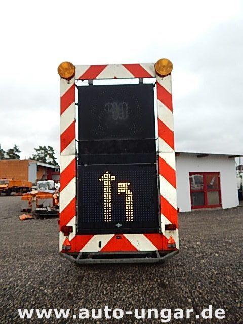 SCHMITZ Schiffner &amp Verkehrsleittafel LED flatbed trailer