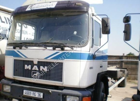 MAN F2000 18.232 chassis truck