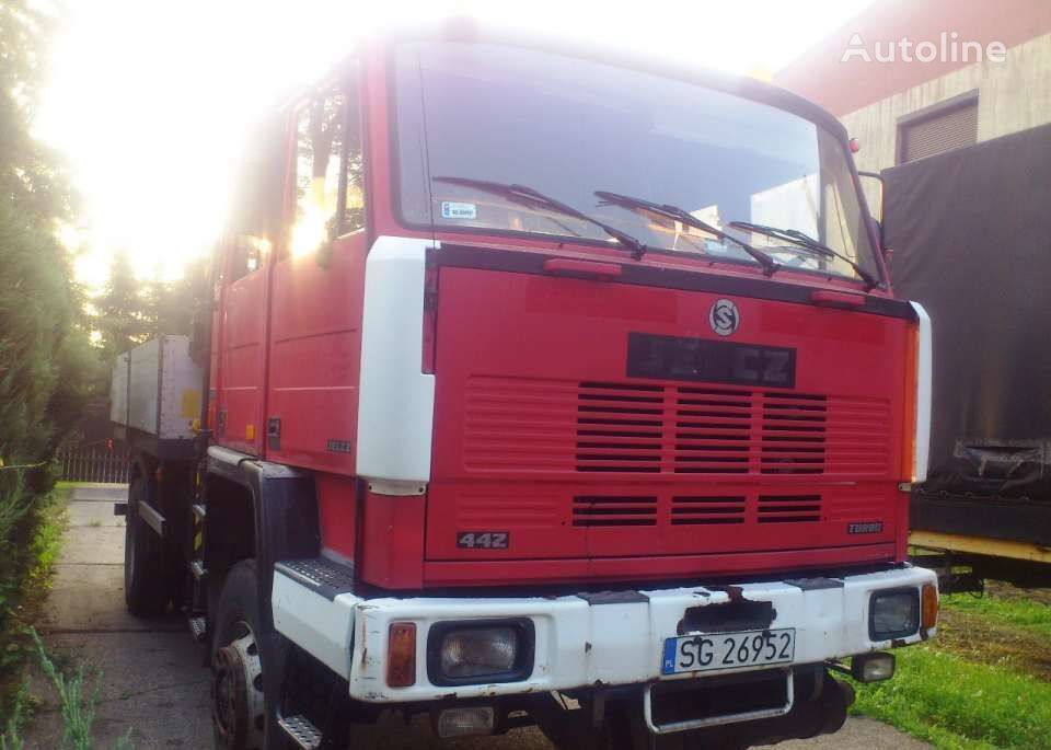 JELCZ 442 flatbed truck