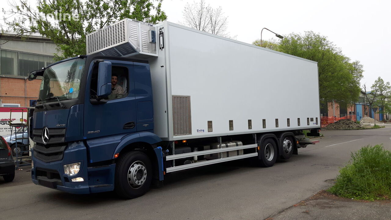 new MERCEDES-BENZ SPECIAL CHIKS TRASPORT VEHICLE-Koeken Aufbau- transport of poultry