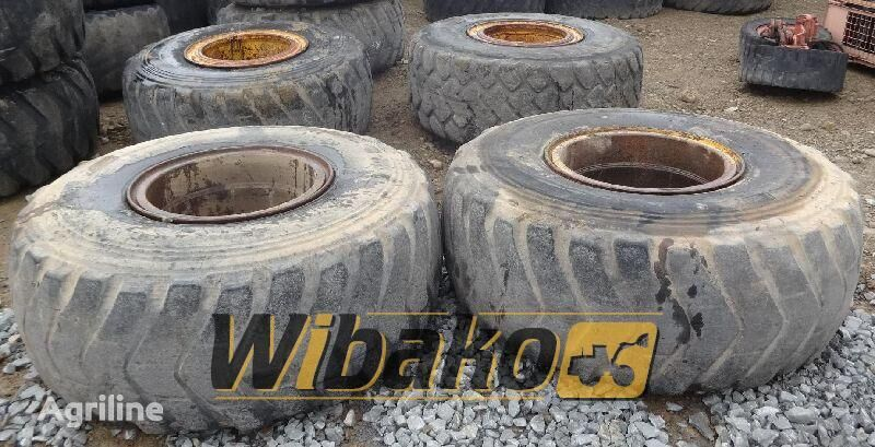 23.5/25 (12/37/31) tractor tire