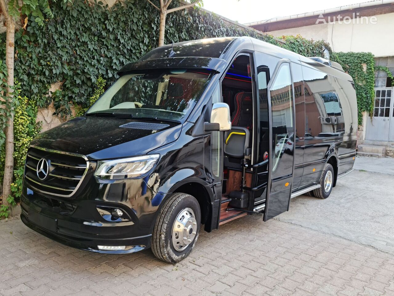 new MERCEDES-BENZ Sprinter 519 Right-Hand Drive Steering Tourism Minibus passenger van