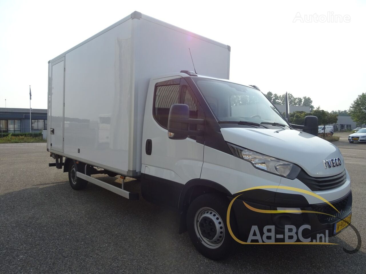 IVECO Daily 35S14 box truck < 3.5t
