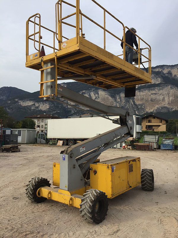 UPRIGHT SL26 articulated boom lift