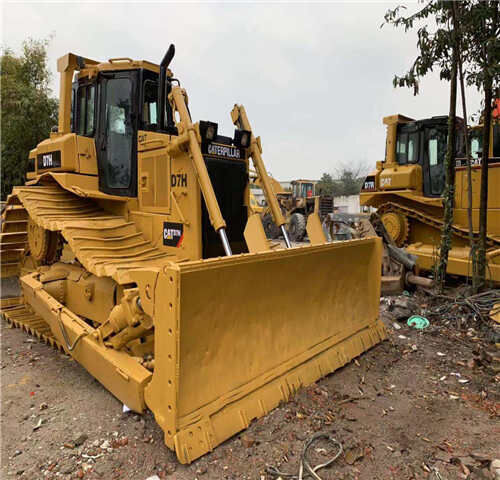 CATERPILLAR D7H bulldozer