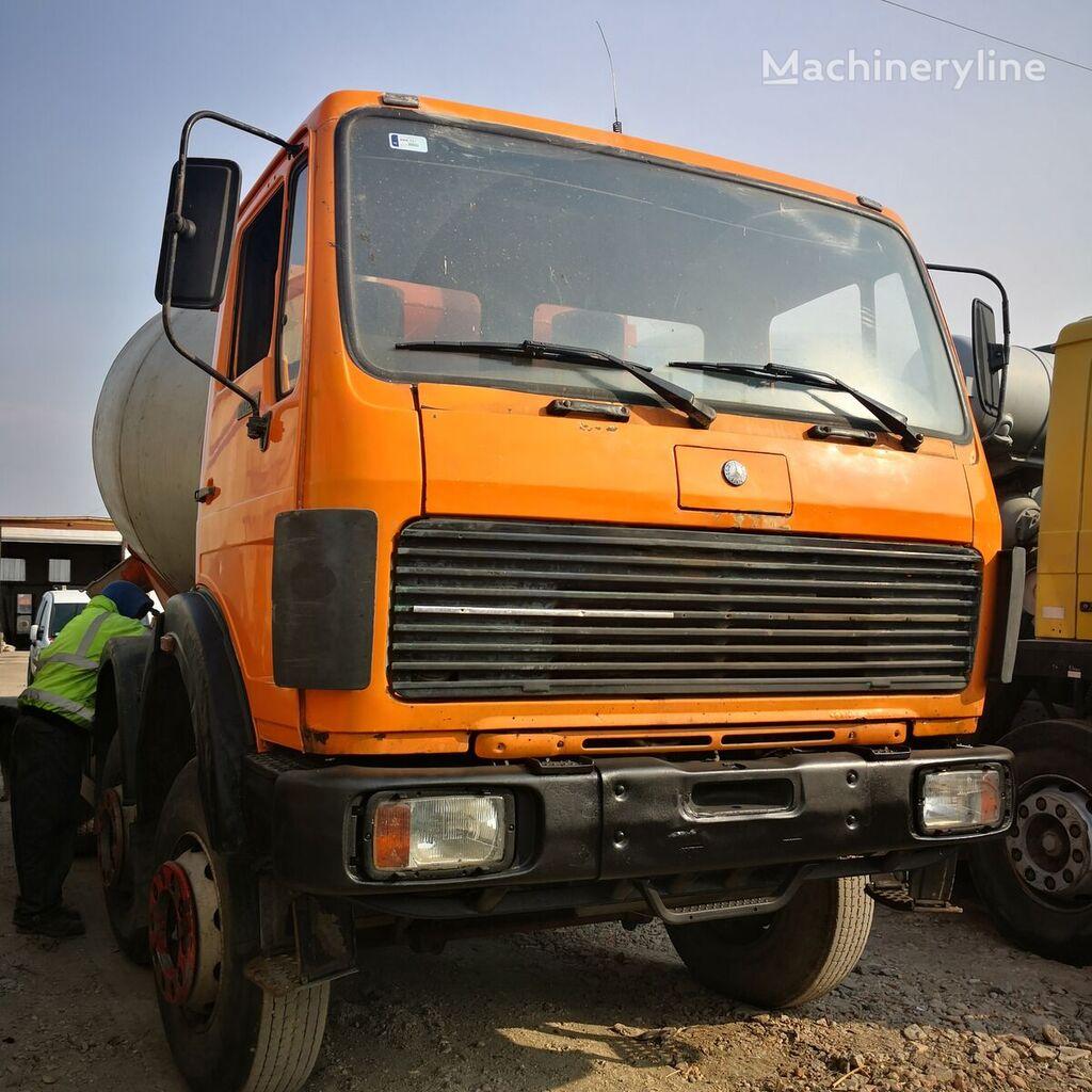 MERCEDES-BENZ 3025 concrete mixer truck