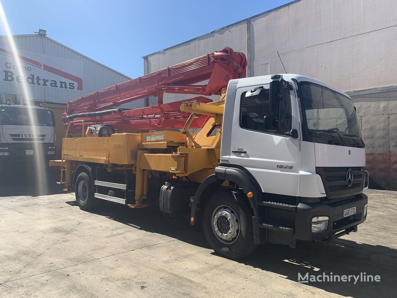 Schwing  on chassis MERCEDES-BENZ axor 1829 concrete pump