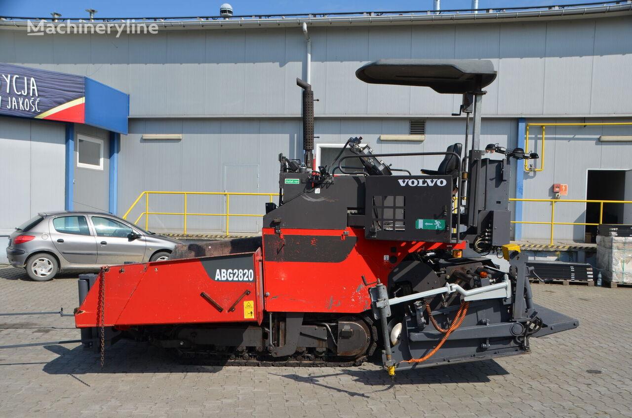 VOLVO-ABG TITAN 2820 crawler asphalt paver