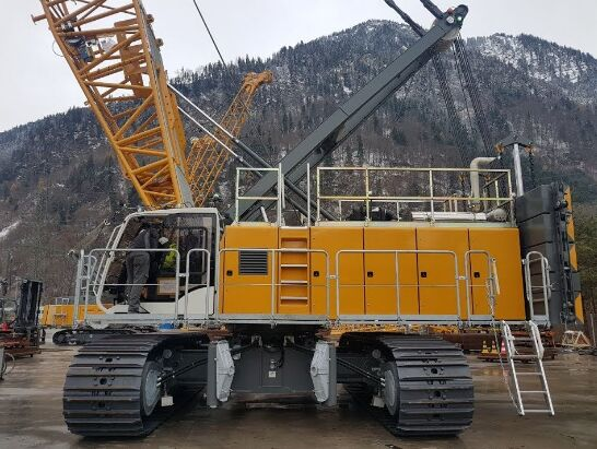 new LIEBHERR HS 8130 crawler crane