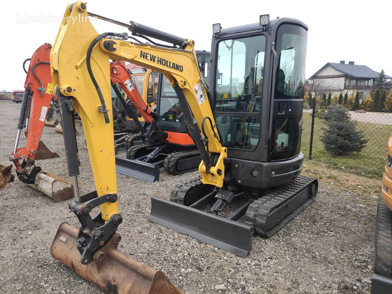 NEW HOLLAND E26  mini excavator