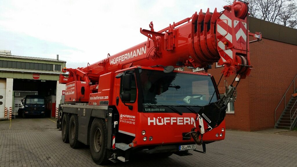 LIEBHERR LTM 1055-3.2 mobile crane
