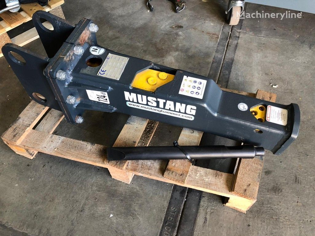 new MUSTANG HM100 mobile crushing plant