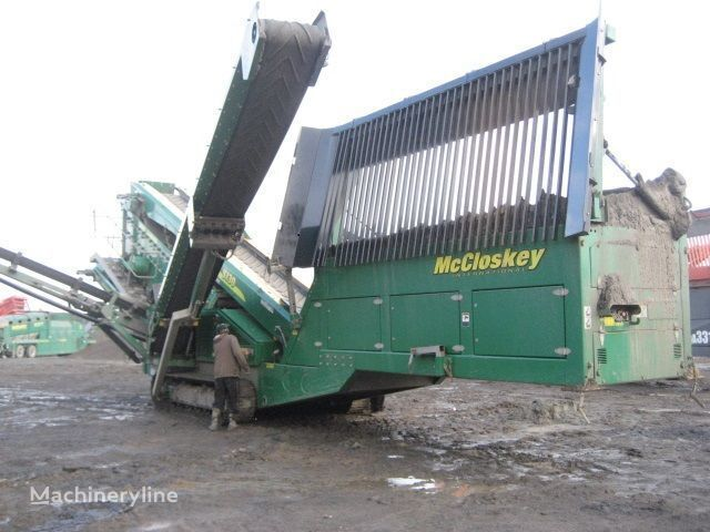 McCLOSKEY S130 - 3 deck mobile crushing plant
