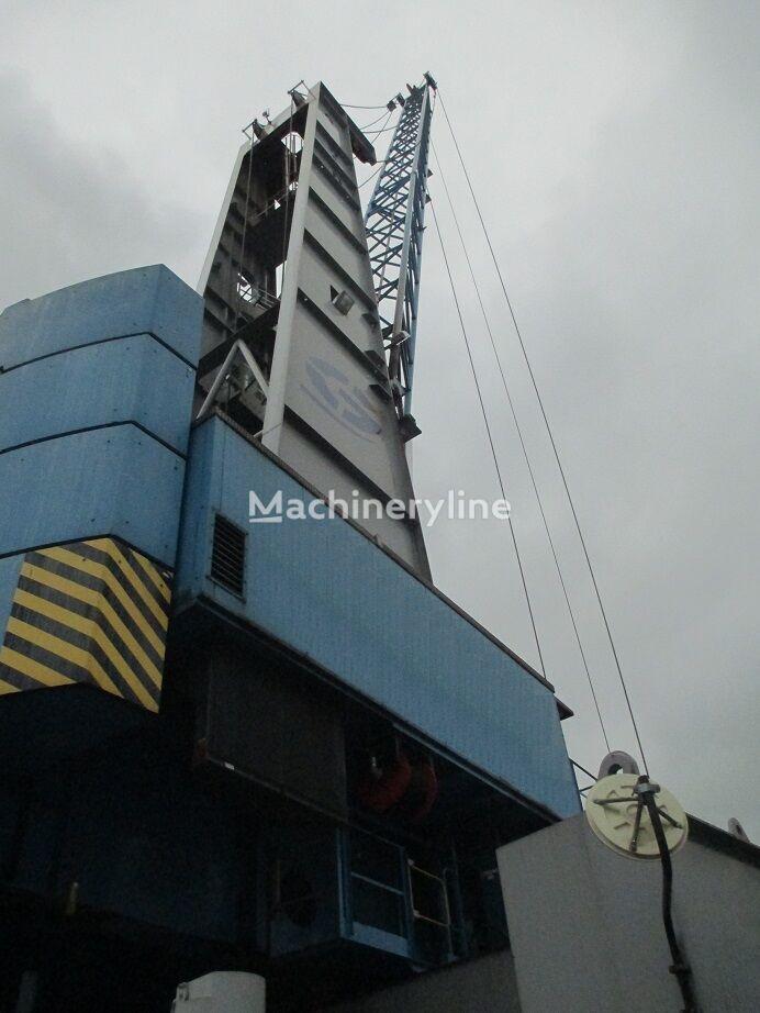 GOTTWALD HMK 300 E portal crane