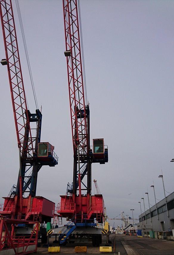 GOTTWALD HMK 90 E portal crane