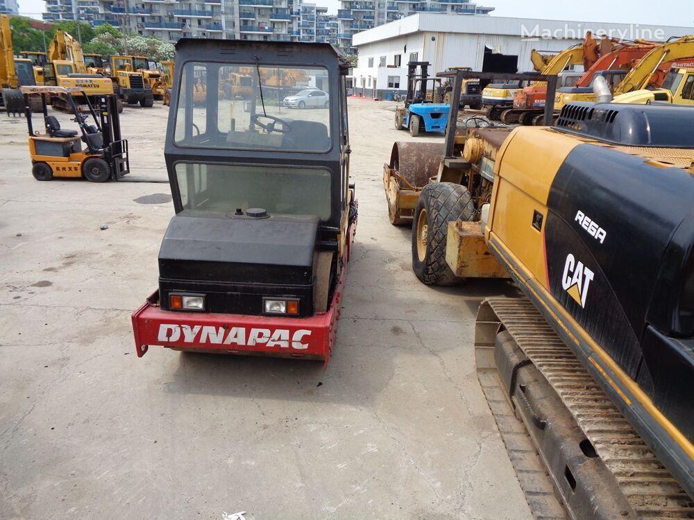 DYNAPAC CC211 road roller