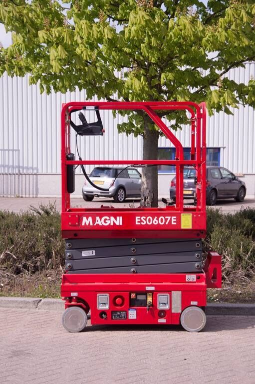 new MAGNI ES0607E scissor lift