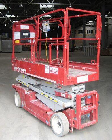 MEC 2633 scissor lift