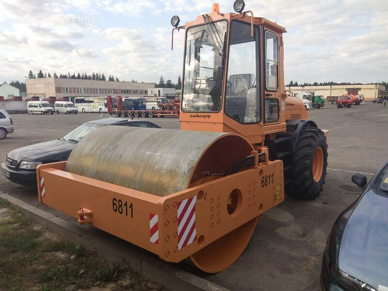 AMKODOR 6811 single drum compactor