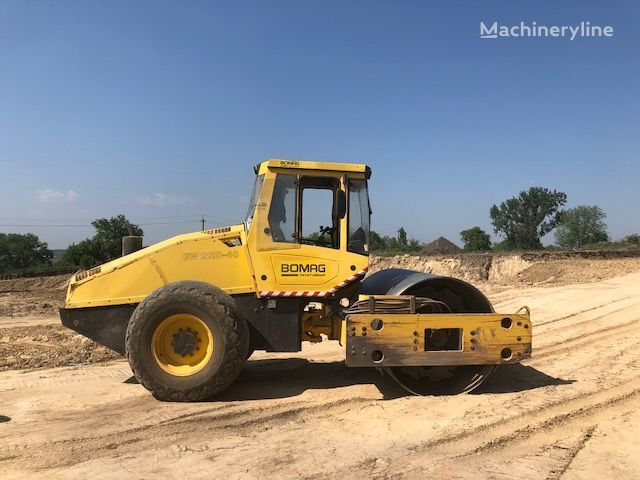 BOMAG BW211- 40 single drum compactor
