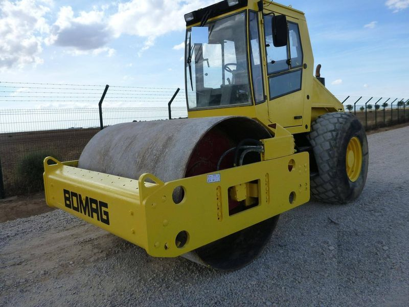 BOMAG BW211D-3 single drum compactor