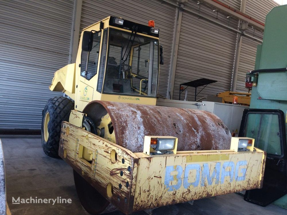 BOMAG BW216 single drum compactor