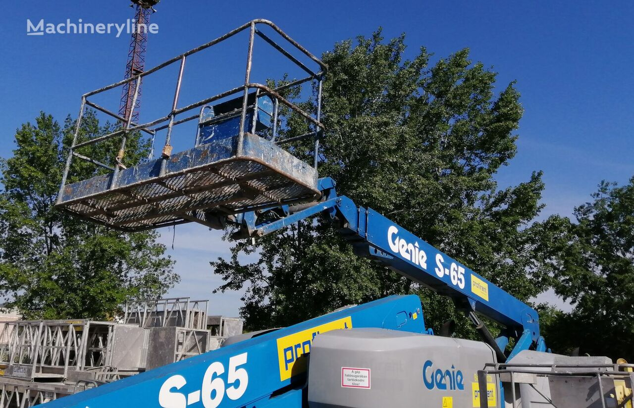 GENIE S65 telescopic boom lift