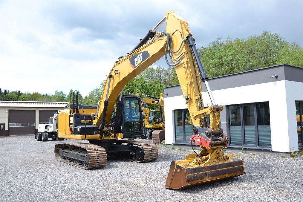 CATERPILLAR 323 EL tracked excavator