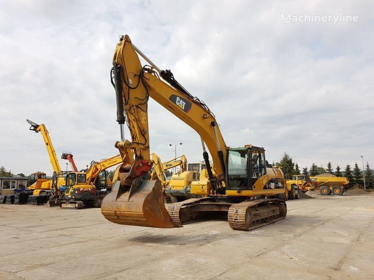 CATERPILLAR 324D tracked excavator
