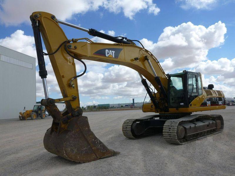 CATERPILLAR 330 tracked excavator