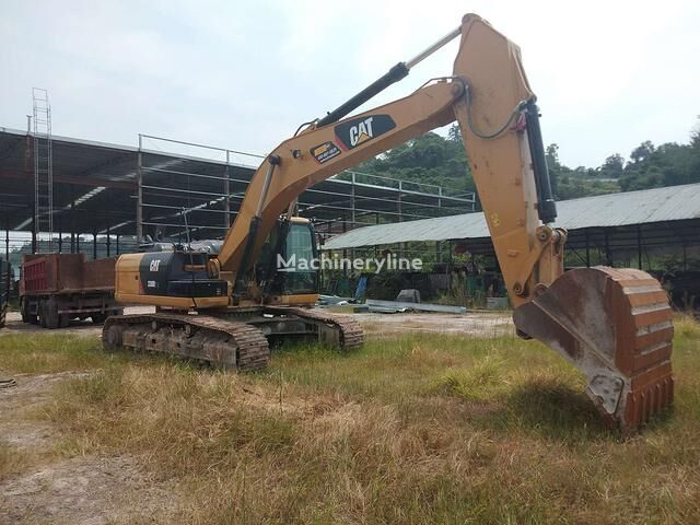 CATERPILLAR 330D2L tracked excavator