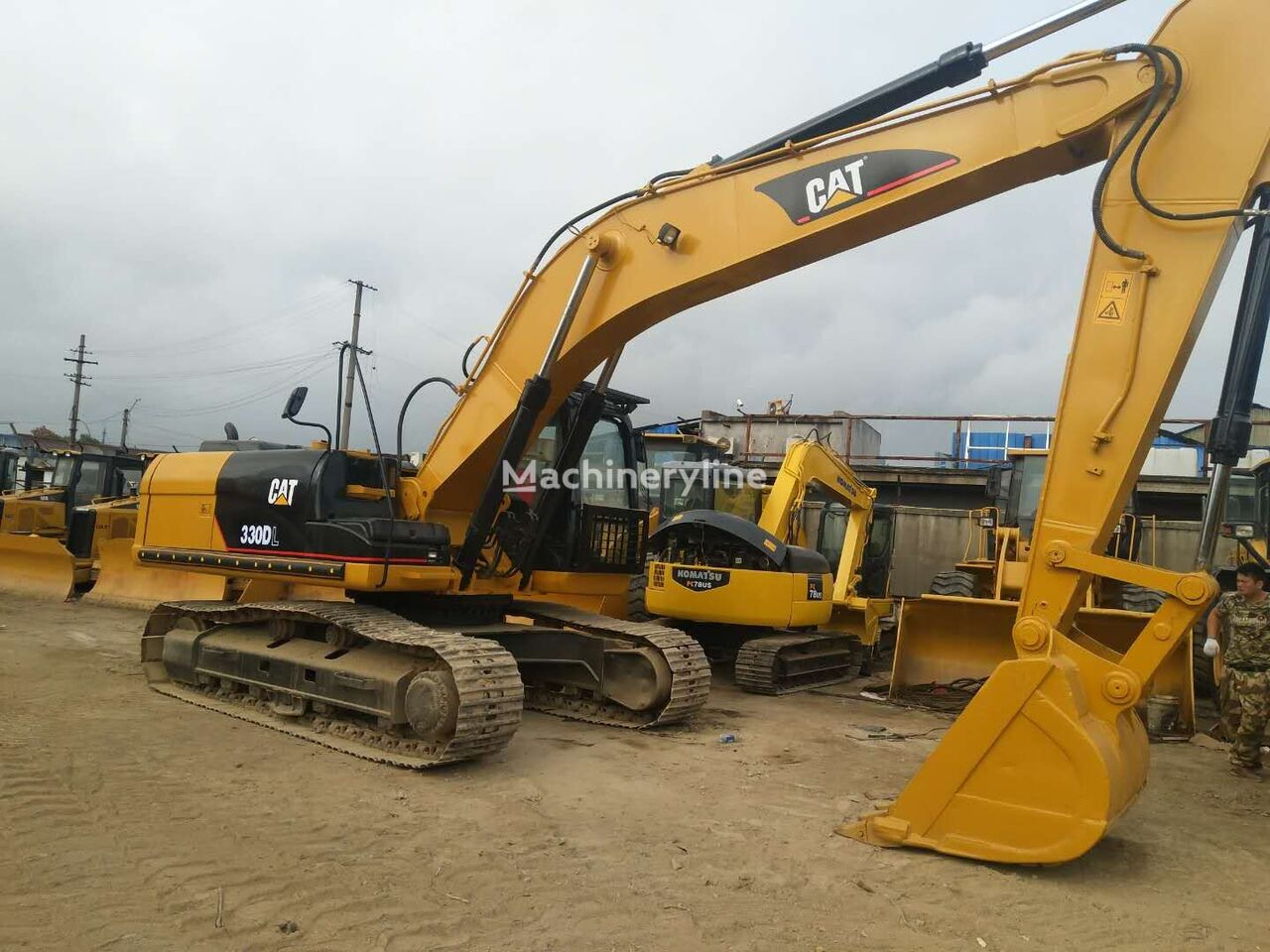 CATERPILLAR 330DL tracked excavator